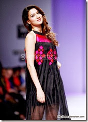 gauhar-walks-the-ramp-at-wills-fashion-week-03