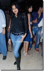Bigg-Boss-Participant-Kamya-Punjabi-in-Blue-Jeans-Photos