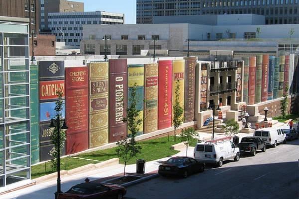 Estacionamento-Biblioteca-Kansas-Estados-Unidos-Fachada-Livros-2