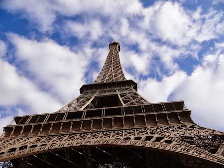 Obiective turistice Franta:  La picioarele turnului Eiffel