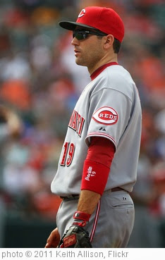 'Cincinnati Reds first baseman Joey Votto (19)' photo (c) 2011, Keith Allison - license: https://creativecommons.org/licenses/by-sa/2.0/
