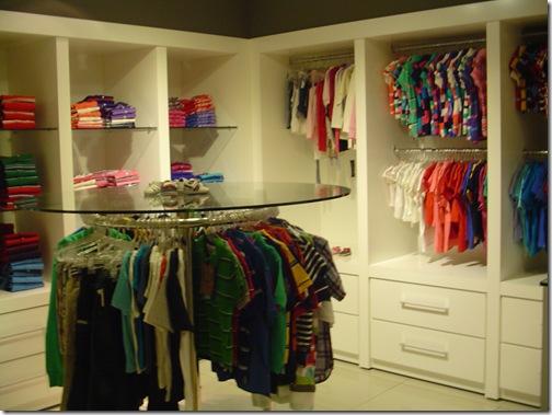 Prateleiras coloridas na SAX Department Store BlogTurFoz Paraguai