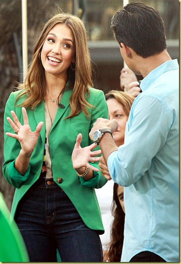 JESSICA ALBA ON EXTRA WITH MARIO LOPEZ