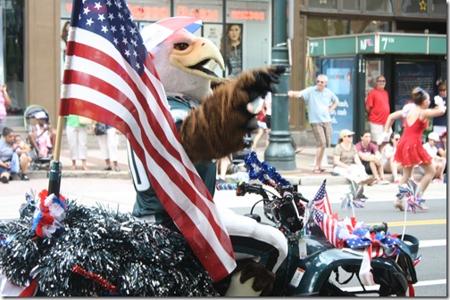 philadelphia-eagles-mascot-parade
