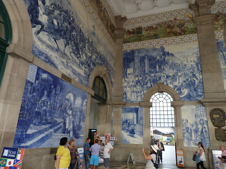 Porto's railway station full with tiles