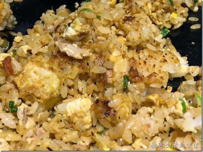 台南-花月嵐拉麵。咖哩奶油鐵板炒飯。要把貼著鐵板地方的鍋巴飯翻出來吃才比較有吃東西的感覺,有點像韓國的石鍋拌飯的鍋巴。