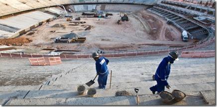 operarios-trabalham-na-reforma-do-estadio-castelao-em-fortaleza-ce-que-sera-uma-das-12-sedes-da-copa-do-mundo-2014-1330118571395_615x300