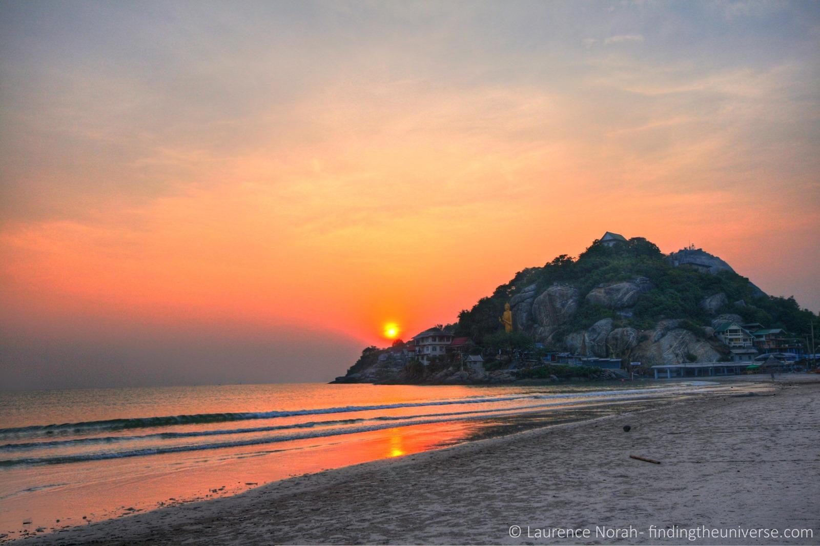 Alba dalla spiaggia di Nern Chalet Hua Hin