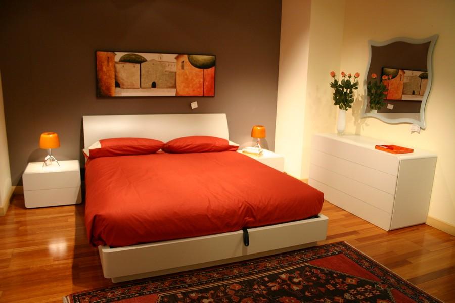 Camera da letto tempo con armadio scorrevole e letto con contenitore - Camere da letto con bagno ...