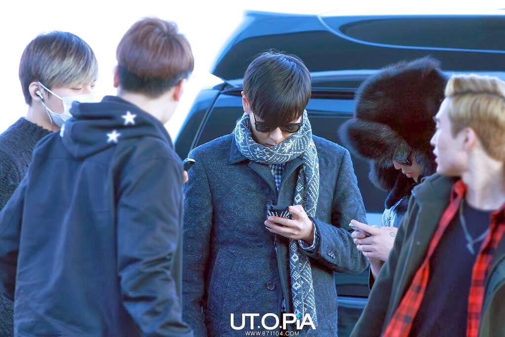 Big Bang - Incheon Airport - 06dec2013 - TOP - Fan - Utopia - 08.jpg