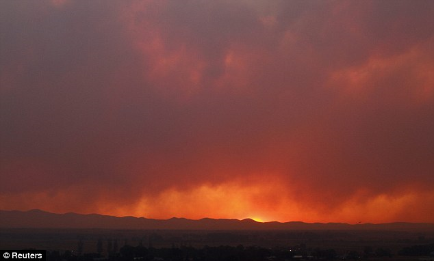 Dramatic sunset: Smoke from the Wallow Fire billows over the White Mountains as the sun goes down, 12th June 2011. Reuters
