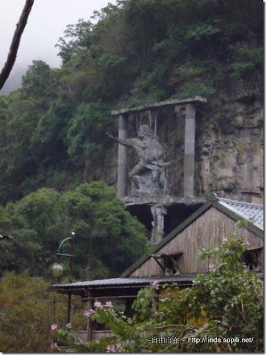 司馬庫斯-day2-回程看到的雕像正面