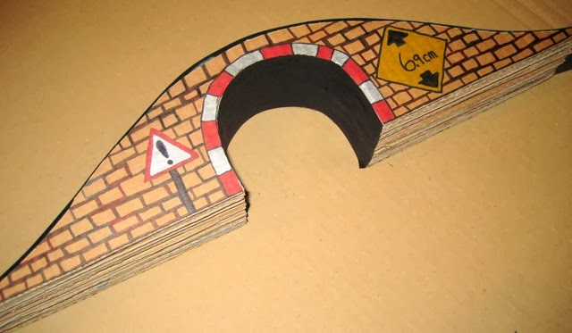 Cardboard train tunnel bridge Tracks for thomas - Side image drawing 2