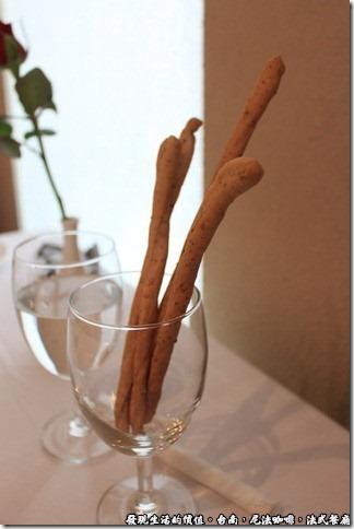 尼法咖啡,法式餐廳。麵包條。