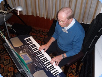 John Beales played the arrival music for us on his Korg Pa500. Very smooth as usual.