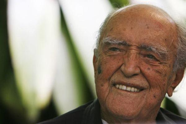 Oscar-Niemeyer-durante-la-celebración-de-su-centenario-en-2007