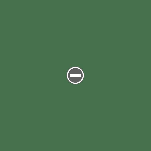 3929569852 00ce7bf5d5 o Деревянные часы Клейтона Бойера.