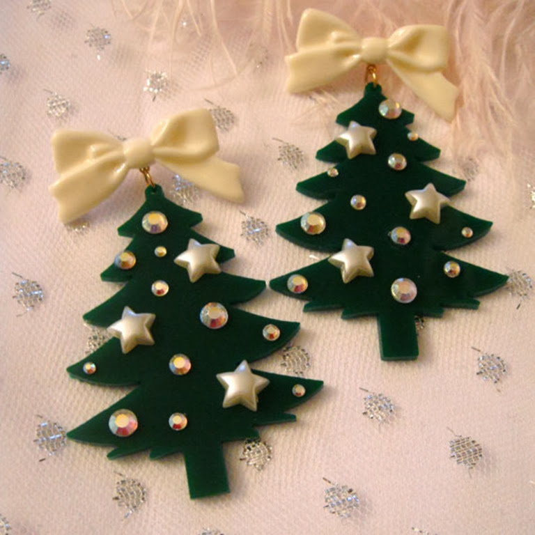 i'm-your-present-christmas-tree-earrings