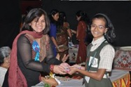 Mrs. Swati Naik giving away prizes