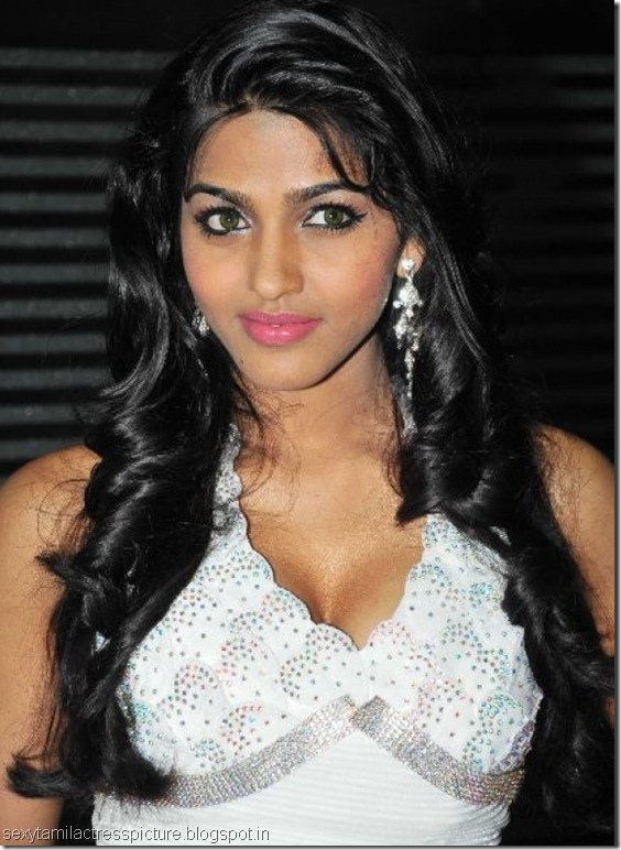 dhansika_hot_exposing_boobs_stills