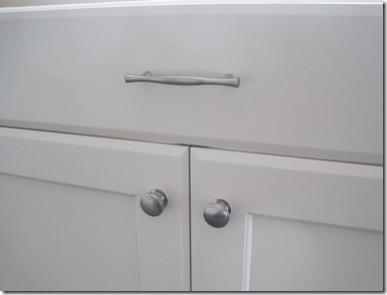 drawerlowerdoorknobs