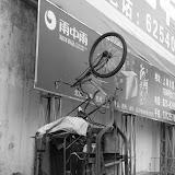 Shanghai - Marché poisson - un vélo pour aller vers le ciel