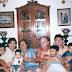 Foto tirada no apartamento (Edifício Delta Garden) de Célia e Bassalo, no dia 29 de abril de 2002. Da esquerda para a direita. Anna-Beatriz, Ádria e o filho Matheus, Célia, Bassalo, Jô e seus filhos Lucas e Vítor.