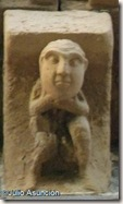 Hombre agarrándose el cuello - Santa María del Campo