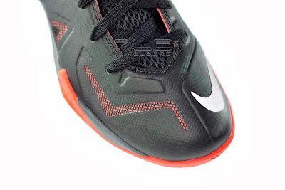 lebrons soldier7 black red 21 web The Showcase: NIKE SOLDIER 7 Miami Heat Away Edition