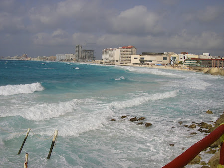 Vacanta Mexic: valuri in Cancun