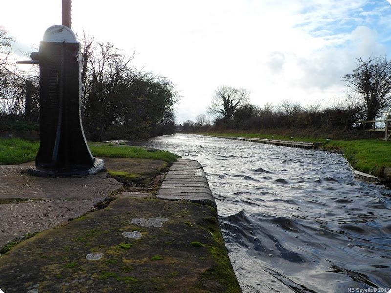 SAM_0008 Windy at Longford lock