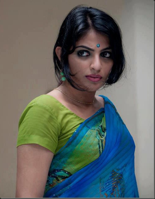actress_mythili_in_saree_cute_photo