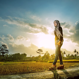afternoon sun by Mang Epi - People Fashion ( model, girl, strobist, backlight, indonesia, sunset )