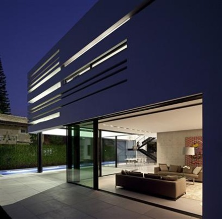 Casa de estilo minimalista en dise o interior y exterior for Casa estilo minimalista interior