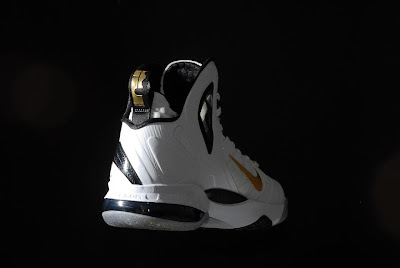 nike lebron 9 ps elite white gold home 9 02 kenlu LeBron 9 P.S. Elite White/Gold (Home) & Black/Gold (Away)
