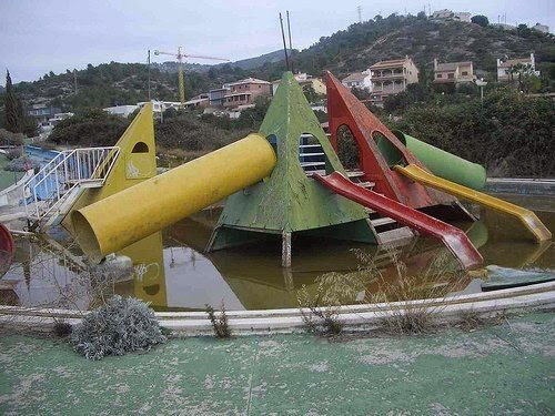 L'Aquatic Paradis abandoned water park