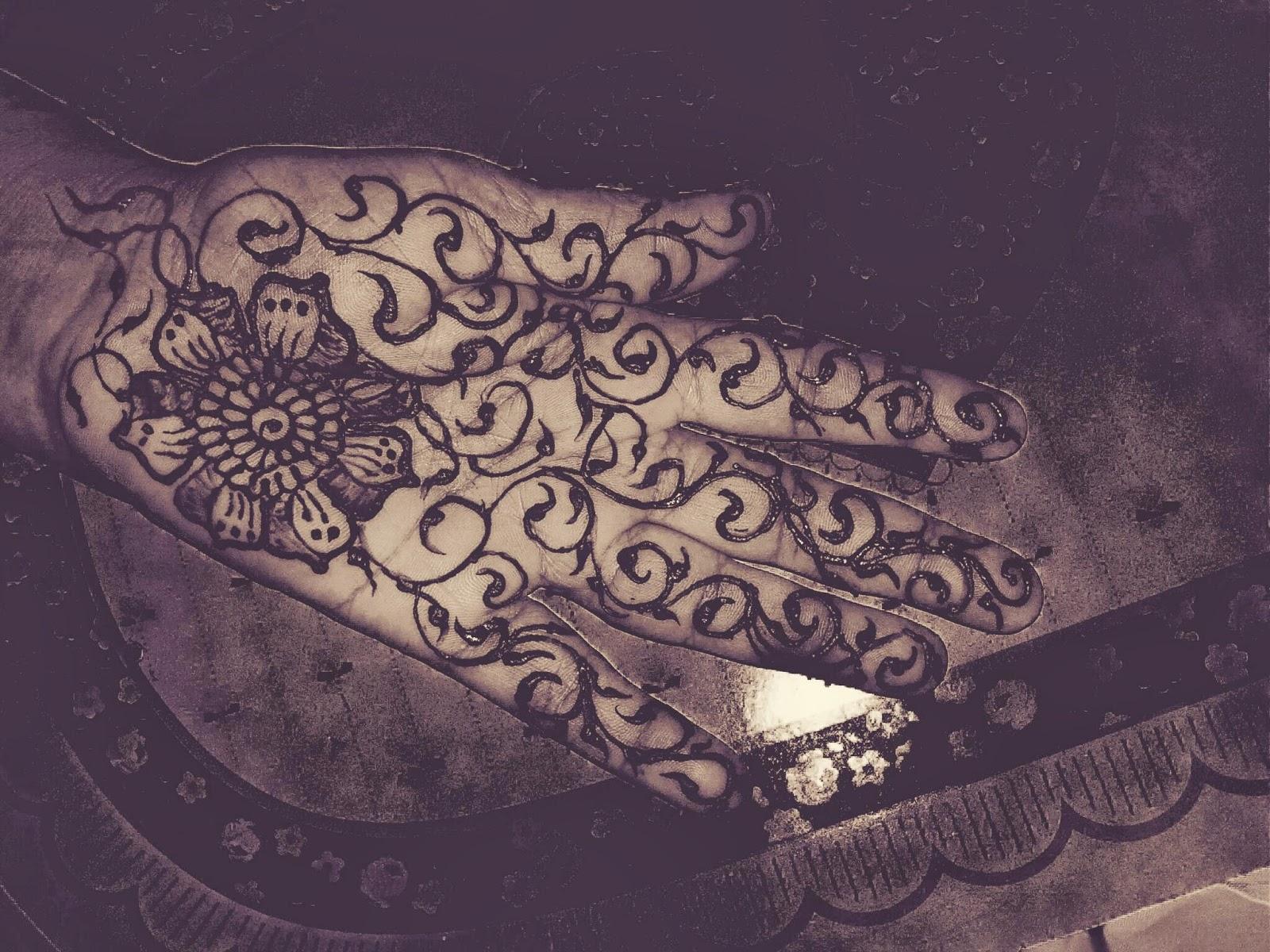 Henna Curves