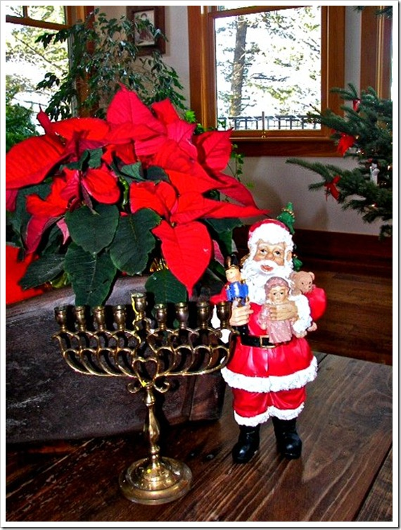 Montana Xmas menorah and santa (2)