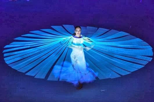 Артисты-во-время-театрализованного-представления-на-церемонии-открытия-XXII-зимних-Олимпийских-игр-в-Сочи-71