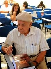 1 - Aos 85 anos, idoso realiza sonho antigo e vira calouro de direito no RS