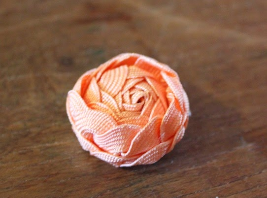 A large ric-rac rose bud - How To Make Ric-Rac Rose Jewelry | Lavender & Twill