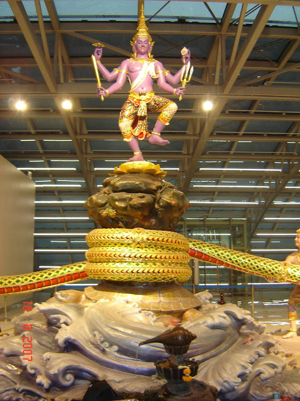 Paalaazhi Madhanam at Thailand Airport:In Bangkok ,there is new international airport called Suvarn-bhoomi