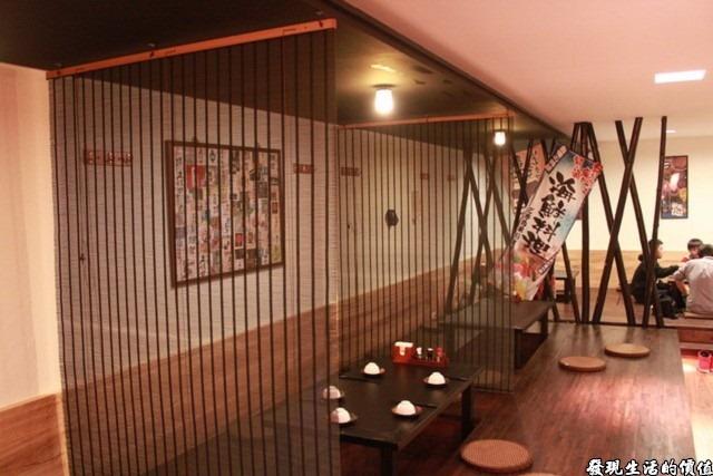 台南-花川日本料理。餐廳二樓基本上規劃為類似和式座椅的隔間,環境很優雅,但人多的時候就顯得有點吵雜了。