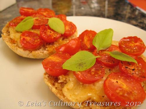 tomatoe crostini