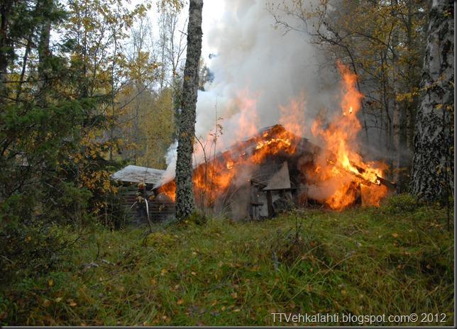 24H palomiehenä ulkorakennuksen polttaminen 072