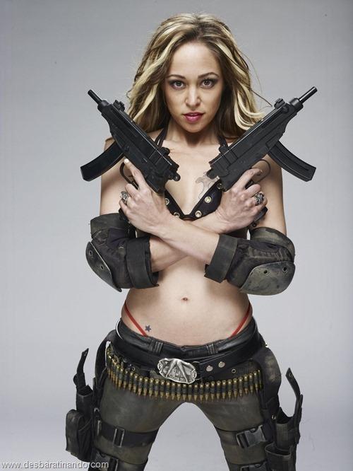 gatas armadas mulheres lindas com armas sexys sensuais desbaratinando (45)