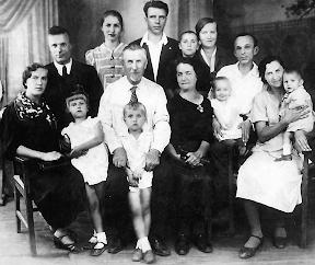 В.П. Грисенко с семьей. Фотография 1939 г.