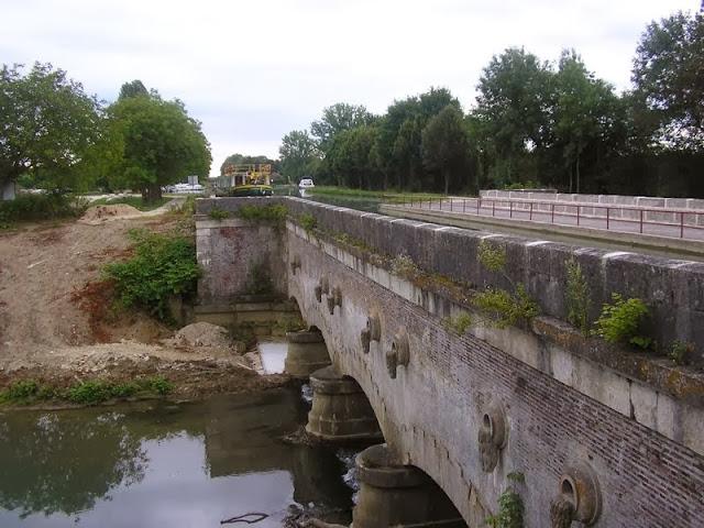 PONT CANAL DE ST FLORENTIN
