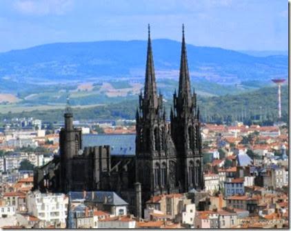 Clermont-Ferrand_16349_Cathedrale-de-Clermont-Ferrand