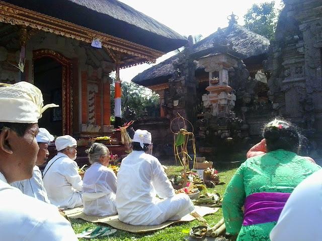 Pelaksanaan Upacara Mecaru dan Melaspas Gedong Tapakan Ida Bhatara di Pura Penatan Agung Br. Kasianan